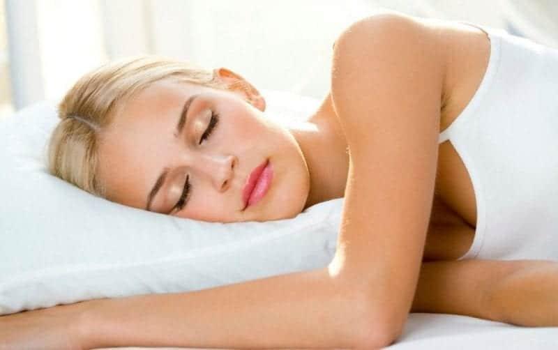 Dormir-causa-arrugas-en-la-piel