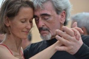 El envejecimiento se combate bailando