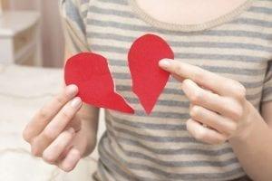 Deja ir lo que te mata aunque te mate dejarlo ir. 10 consejos para curar tu corazón y volver a sonreír