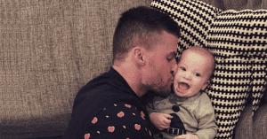 El papá que cuida al bebé no «ayuda», ejerce la paternidad