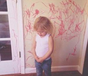 Un niño feliz es estruendoso, inquieto, alegre y revoltoso