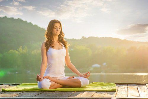 posturas de yoga para reducir la grasa anatómico